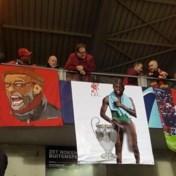 """Liverpool-fans hangen beschamende en obscene foto van Divock Origi omhoog in Genk: """"Volkomen onaanvaardbaar"""""""