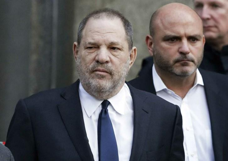 Vrouwen die protesteren tegen Weinstein uit bar gegooid
