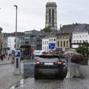 Factcheck: 'Een derde van het stedelijke autoverkeer gaat op aan de zoektocht naar een parkeerplaats'