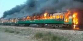 Dodental loopt op na brand op trein in Pakistan: 74 doden