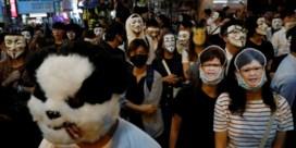 Zo proberen betogers in Hongkong op Halloween het maskerverbod te omzeilen