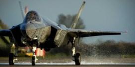 Gloednieuwe F-35 met blusschuim in plaats van water gedoopt in Nederland