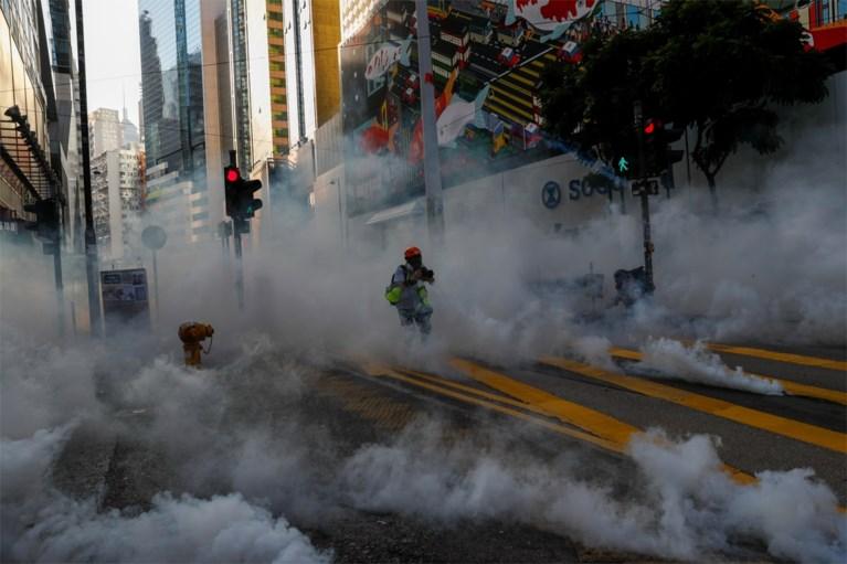 Politie zet traangas en waterkanon in tegen manifestanten in Hongkong