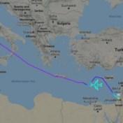 Piloten 'tekenen' Boeing 747 in de lucht tijdens laatste vlucht