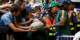 Groot jolijt bij aankomst Zuid-Afrikaans rugbyteam: luchthaven gevuld met fans