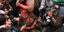 Woedende betogers knippen haar af van Boliviaanse burgemeester