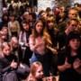 Honderden mensen protesteren tegen besparingen cultuur: 'Het zijn investeringen'