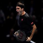 Roger Federer wint clash der titanen en schakelt Novak Djokovic uit in ATP Finals