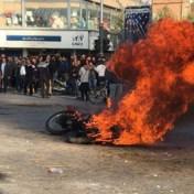 Ayatollah Khamenei steunt verhoging benzineprijzen Iran