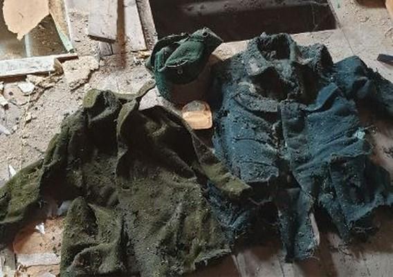 Koppel vindt oude nazikleding bij verbouwing