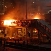 Pijlen, katapulten en molotovcocktails:  protesten in Hongkong draaien uit op geweld