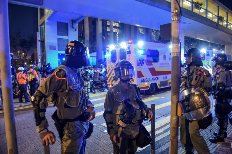 Studenten zetten alles op alles om te ontsnappen uit belegerde universiteit Hongkong