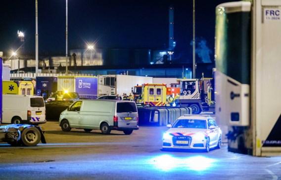 Zowat 25 verstekelingen in koeltrailer op vrachtschip gevonden
