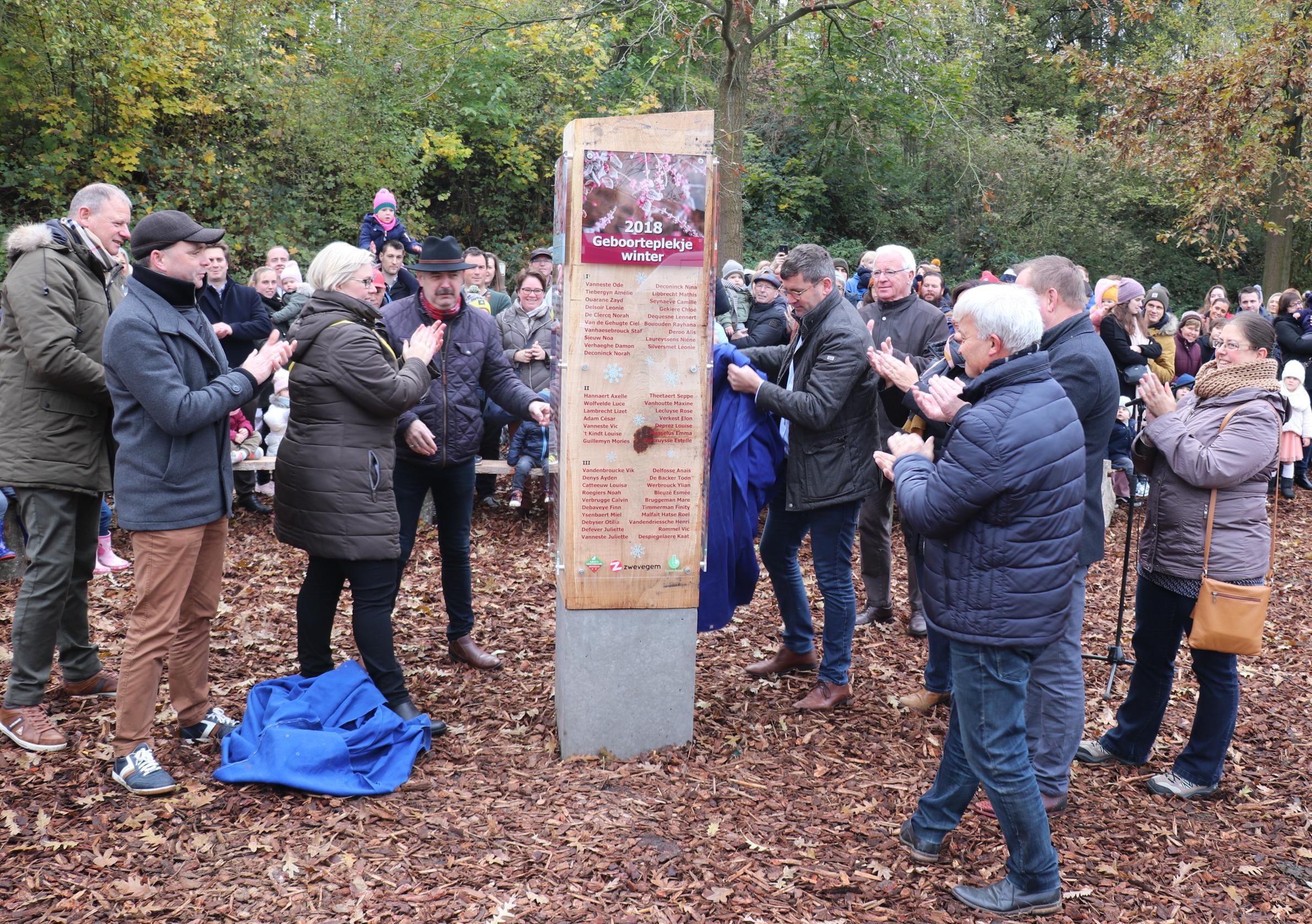 Vierde geboorteplekje van groot-Zwevegem in Oliebergpark ingewijd - De Standaard