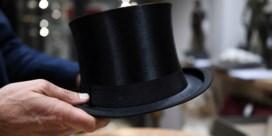 Omstreden nazi-veiling met Hitlers hoge hoed en Eva Brauns jurken brengt klein fortuin op