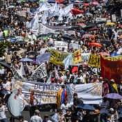 Duizenden Colombianen trekken de straat op tegen president Duque