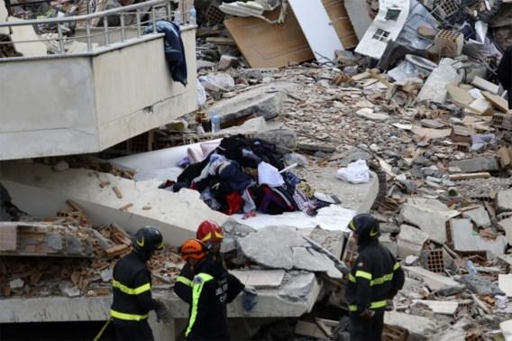 Reddingswerkers blijven in Albanië zoeken naar slachtoffers, al veertig lichamen geborgen