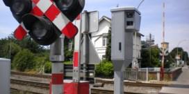 Trein rijdt in op auto aan overweg in Mol