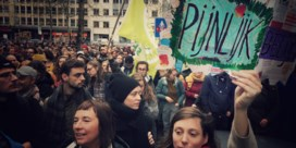 Honderden mensen voeren actie tegen besparingen in cultuursector