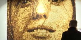 Kunstenaar maakt indrukwekkend portret met 40.000 stukjes brood