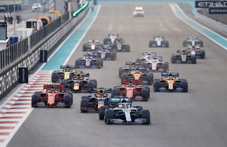 Lewis Hamilton sluit F1-seizoen op passende wijze af met nieuw record en simpele zege in Abu Dhabi