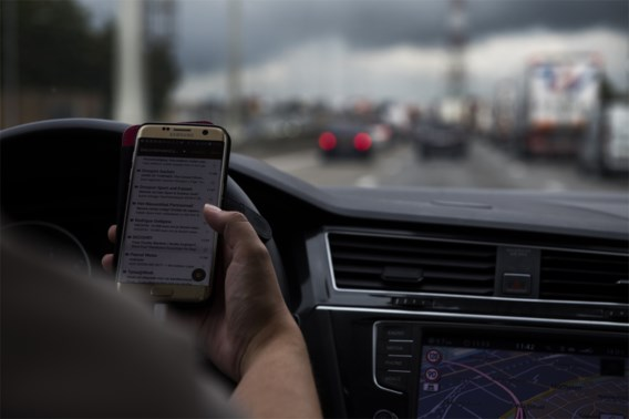 Wereldprimeur: Australië filmt bellers achter het stuur