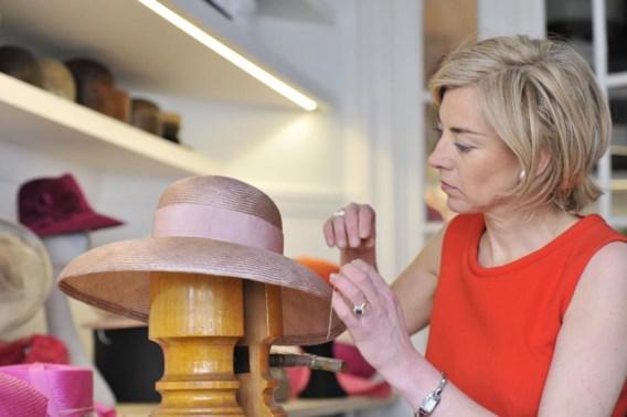 Fabienne Delvigne kiest altijd de juiste hoed voor Mathilde en Máxima