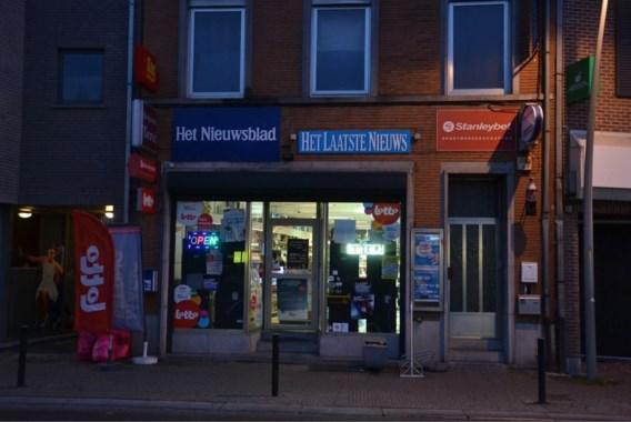 Vijftien jongeren overvallen voedingswinkel, maar hun trein blijft stilstaan