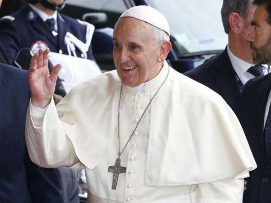 Paus waarschuwt voor 'virus' van consumptiedrang