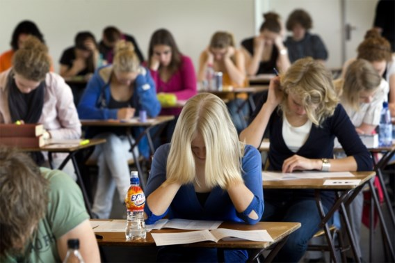 Franstalige leerlingen iets beter in wiskunde, lezen en wetenschappen blijven ondermaats