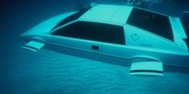 Koppel verkoopt aftandse James Bond-auto voor 1 miljoen euro aan Elon Musk