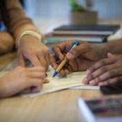 Zo divers als de klas is, zo wit blijven de leraarskamers