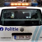Wagen crasht in voortuin na spectaculaire politieachtervolging