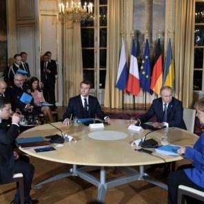 Zelenski en Poetin kijken elkaar voor het eerst in de ogen
