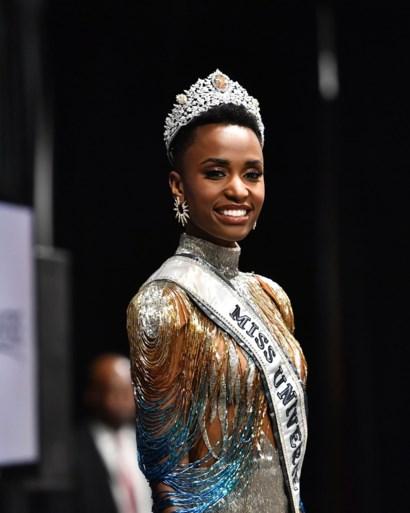 Miss Universe 2019 houdt pleidooi voor vrouwelijk leiderschap: 'Moeten jonge meisjes leren plaats op te eisen'