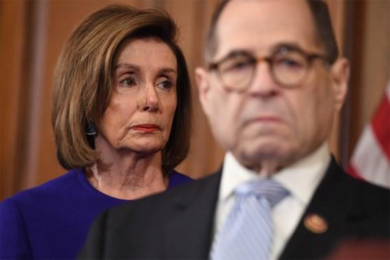 Democraten klagen Trump aan voor machtsmisbruik en belemmering van Congres