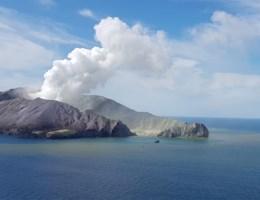 Politie opent onderzoek na uitbarsting vulkaan, 'geen overlevenden meer op eiland'