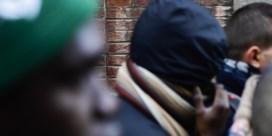 Dienst Vreemdelingenzaken blijft illegale taksheffen