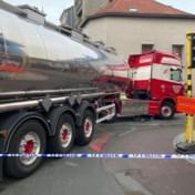 Fietser zwaargewond na aanrijding door vrachtwagen in Merksem