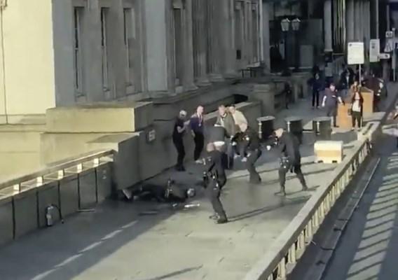 Ex-gevangene die terrorist London Bridge overmeesterde: 'Ik was bereid om te sterven'
