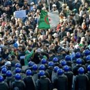 Algerijnen stemmen met vuilniszakken