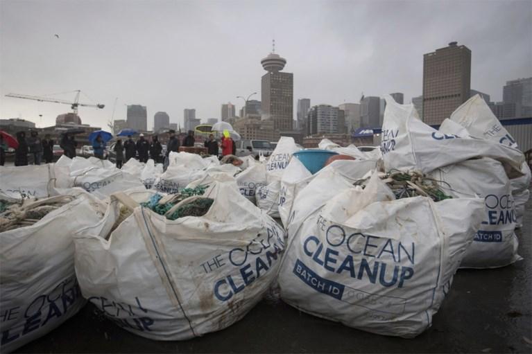 The Ocean Cleanup haalt voor eerst plastic aan land