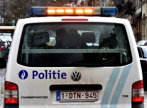15-jarige rijdt na politieachtervolging in op auto's op pechstrook
