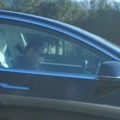 Slapende Tesla-bestuurder gespot op autosnelweg
