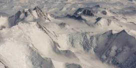 Gluren onder het Zuidpoolijs