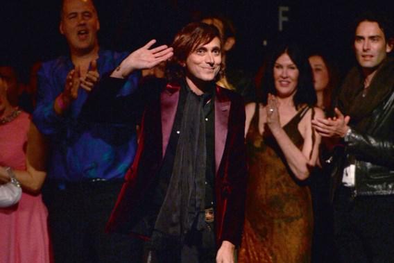 Modeontwerper Hedi Slimane doet Yves Saint Laurent opnieuw in het stof bijten
