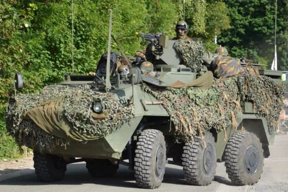 Vernieuwde pantserwagens van Defensie onveilig: militairen kunnen niet zonder gevaar remmen of sturen