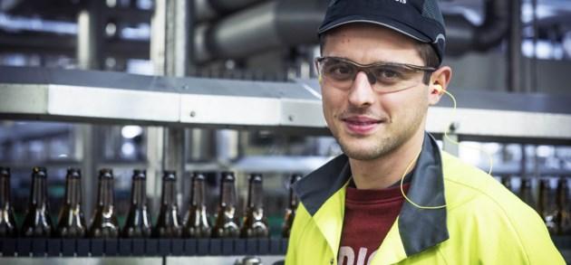Bram lost technische problemen op in de brouwerij van AB InBev in Leuven