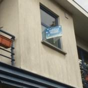 De overtuigingskracht van een bordje aan uw raam