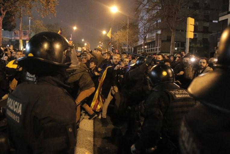 Oorlog rond Camp Nou: tien personen gearresteerd en 64 gewonden na rellen in de rand van Clasico